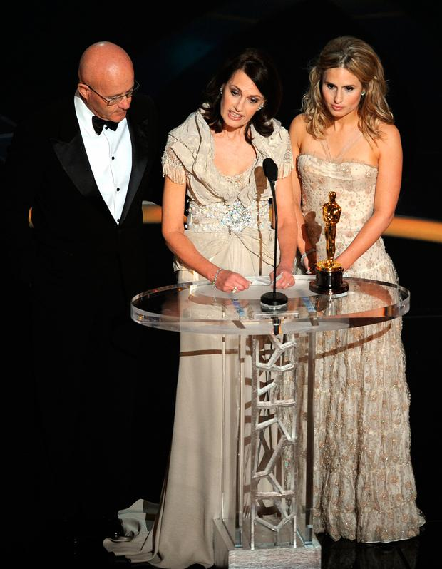 Late actor Heath Ledger's family, mother Sally (C), father Kim (L) and sister Kate give their acceptance speech at the 81st Academy Awards at the Kodak Theater in Hollywood, California on February 22, 2009. Ledger won the Best Supporting Actor Oscar. AFP PHOTO / Gabriel BOUYS (Photo credit should read GABRIEL BOUYS/AFP/Getty Images)