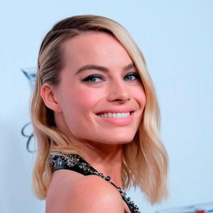 Margot Robbie arrives at the 2018 Annual Producers Guild Awards Presented By Cadillac on January 20, 2018, in Beverly Hills, California. / AFP PHOTO / CHRIS DELMASCHRIS DELMAS/AFP/Getty Images