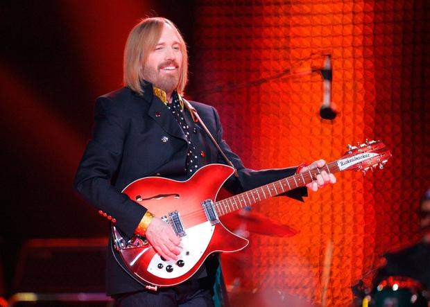 Musician Tom Petty performs at the Bridgestone halftime show during Super Bowl XLII between the New York Giants and the New England Patriots on February 3, 2008 at the University of Phoenix Stadium in Glendale, Arizona. (Photo by Streeter Lecka/Getty Images)