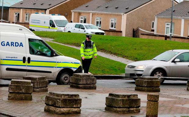A garda at the Bridgeview halting site where Derek Coakley Hutch was shot dead. Photo: RollingNews.ie