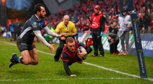 21 January 2018; Keith Earls of Munster goes over to score his side's first try despite the attention of Julien Dumora of Castres during the European Rugby Champions Cup Pool 4 Round 6 match between Munster and Castres at Thomond Park in Limerick. Photo by Stephen McCarthy/Sportsfile