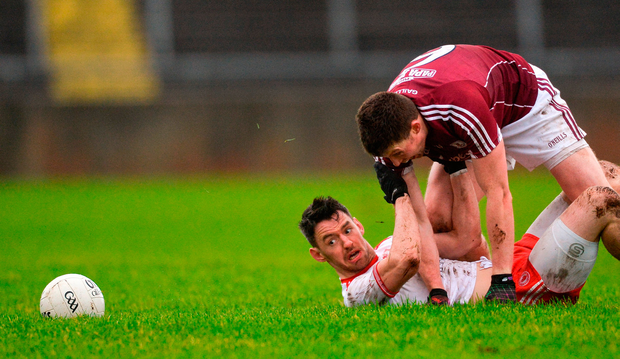 Tyrone's Mattie Donnelly is held back by Galway's Gareth Bradshaw as the ball breaks in Tuam yesterday. Photo by Piaras Ó Mídheach/Sportsfile