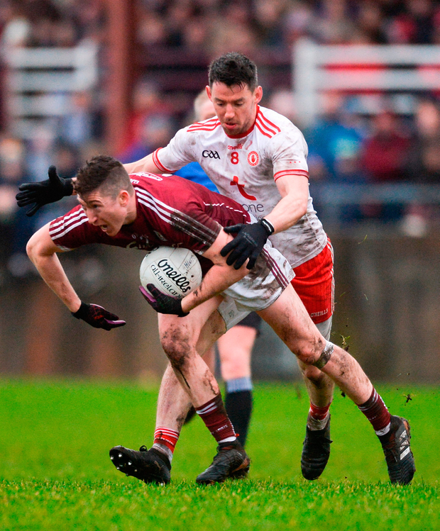 Johnny Heaney of Galway in action against Matthew Donnelly of Tyrone. Photo by Piaras Ó Mídheach/Sportsfile