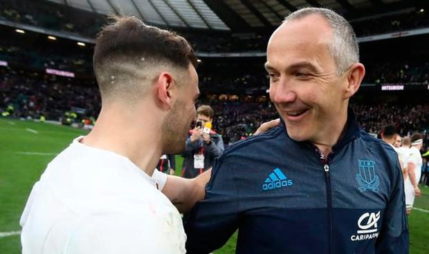 Conor O'Shea speaks with Danny Care after Italy's controversial clash against England in Twickenham last year