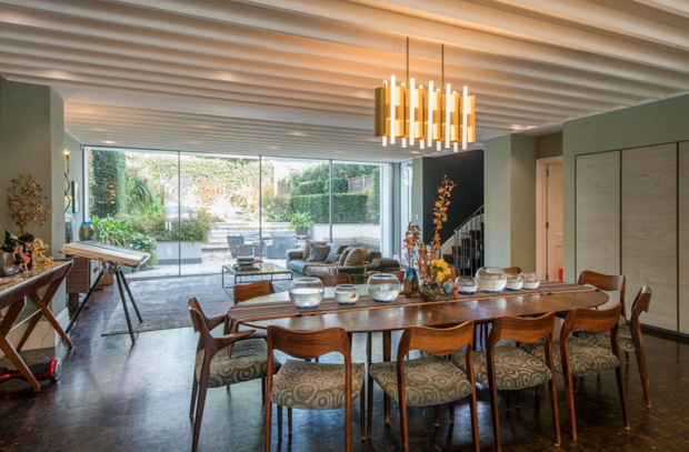 The open-plan dining room offers 1970s Hollywood glamour. Photo: Aston Chase