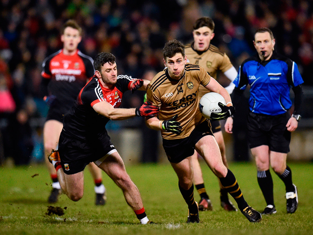 Paul Geaney tries to get away from Mayo's Brendan Harrison. Photo by Seb Daly/Sportsfile