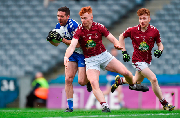 Matthew Dilworth of Knocknagree in action against Ronan Wallace, centre, and Tommy McGivney of Multyfarnham. Photo by Piaras Ó Mídheach/Sportsfile