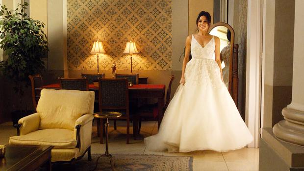 Meghan Markle Wedding Dresses.Is This The Designer Behind Meghan Markle S 100 000 Wedding Dress