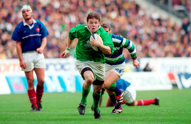 19 March 2000: Brian O'Driscoll breaks through the France defence for his third try in the Six Nations match. Photo: Sportsfile