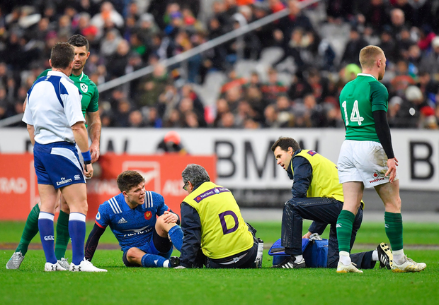 3 February 2018; Matthieu Jalibert of France receives medical treatment before leaving the pitch during the NatWest Six Nations Rugby Championship match between France and Ireland at the Stade de France in Paris, France. Photo by Brendan Moran/Sportsfile