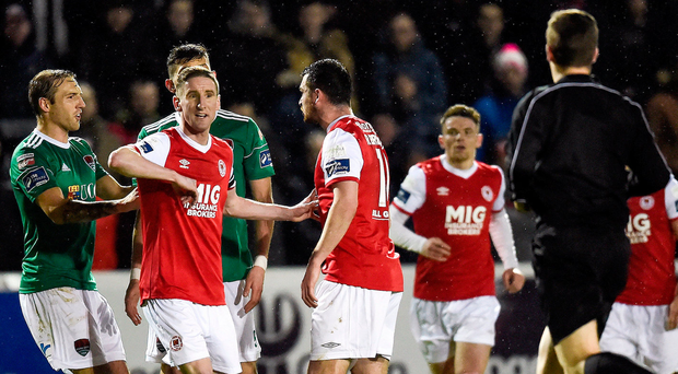 Ian Bermingham of St Patrick's Athletic gestures to referee Robert Harvey. Photo by Tom Beary/Sportsfile