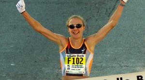 Paula Radcliffe crosses the line in Chicago 16 years ago. CREDIT: REUTERS