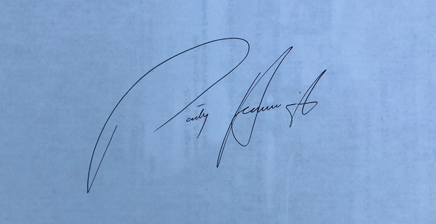 Pádraig Harrington's signature — apparently there is a correlation between the size of the initials and the author's ego, suggesting that Harrington has a bigger ego than McIlroy.
