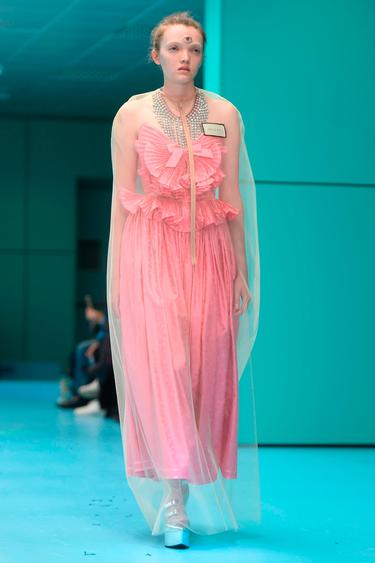 eefb06014 Gucci models carried their own severed heads walking the runway in Milan -  Independent.ie