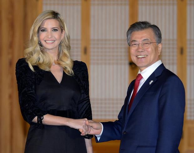 South Korean President Moon Jae-In shakes hands with Ivanka Trump during their dinner at the Presidential Blue House in Seoul, South Korea February 23, 2018. REUTERS/Kim Min-Hee/Pool