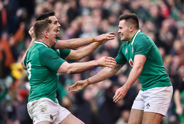 24 February 2018; Jacob Stockdale, right, of Ireland is congratulated by team mates Conor Murray, behind, and Chris Farrell after scoring his side's fifth try during the NatWest Six Nations Rugby Championship match between Ireland and Wales at the Aviva Stadium in Lansdowne Road, Dublin. Photo by David Fitzgerald/Sportsfile