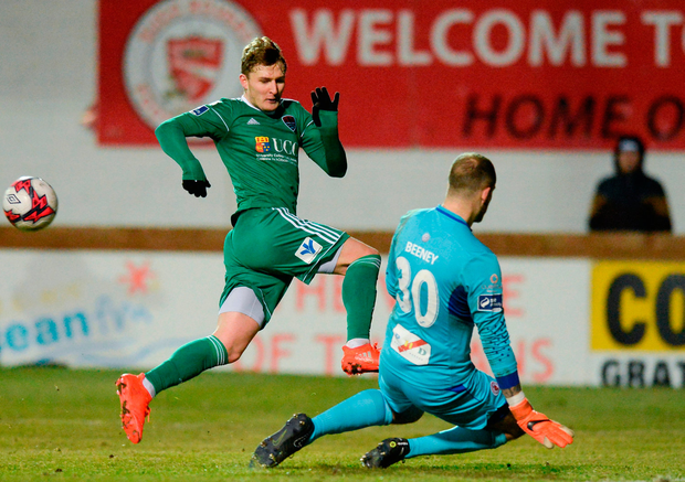 Kieran Sadlier of Cork City has his shot saved by Mitchell Beeney of Sligo Rovers. Photo by Oliver McVeigh/Sportsfile