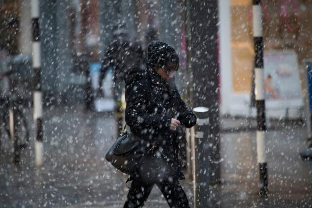 27/2/18 Shoppers brave the snow in Drogheda as the Beast from the East arrives in Ireland. Picture: Arthur Carron