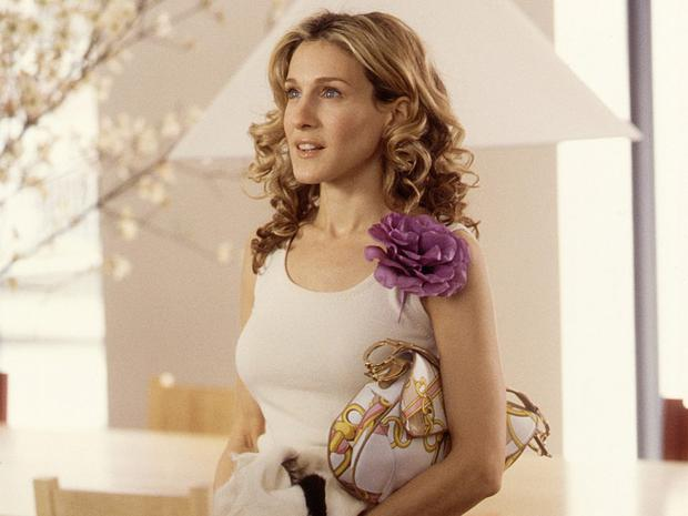 Carrie Bradshaw holds the Dior saddle bag in Sex and the City