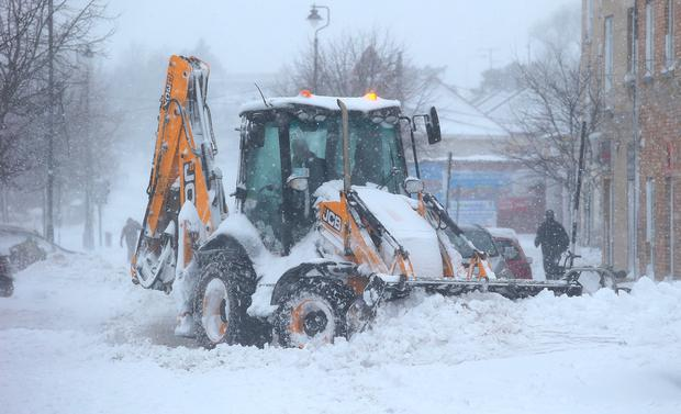 A JCB clears the snow in Rathcoole, Co. Dublin. Picture credit; Damien Eagers 2/3/2018