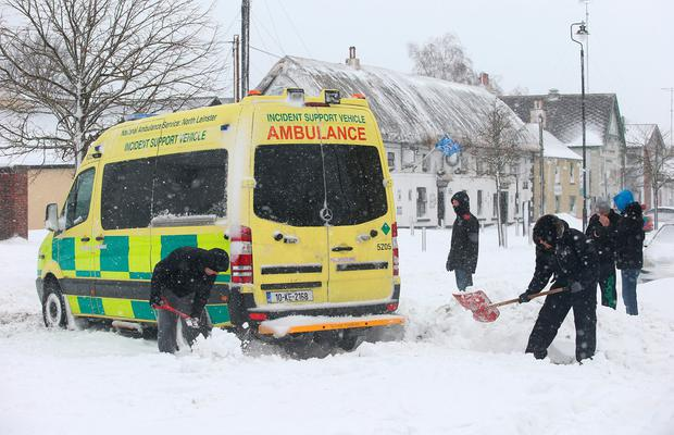 People try to dig out an ambulance which got stuck in the snow in Rathcoole, Co. Dublin. Picture: Damien Eagers