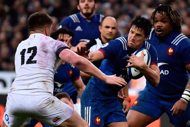 France's fly-half Francois Trinh-Duc (R) runs to evade England's centre Owen Farrell (L). Photo: Getty Images