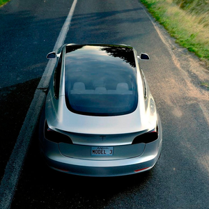 BIG-SELLER: Tesla Model 3