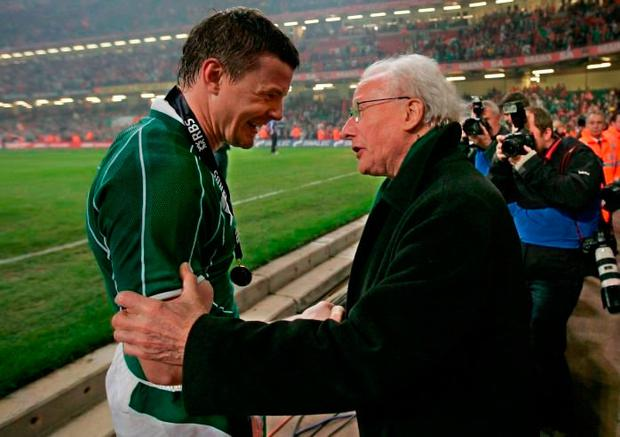 Brian O'Driscoll celebrates the 2009 Grand Slam triumph with the legendary Jack Kyle who was part of the 1948 Grand Slam team. Photo: Morgan Treacy/INPHO