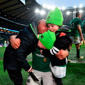 Rory Best of Ireland celebrates with his children after winning the Six Nations trophy and the Triple Crown Trophy after the NatWest Six Nations match between England and Ireland at Twickenham Stadium on March 17, 2018 in London, England. (Photo by Dan Mullan/Getty Images)