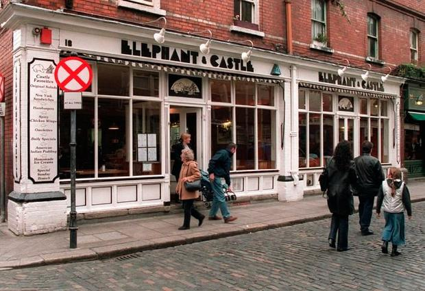 THE ELEPHANT AND CASTLE, TEMPLE BAR.