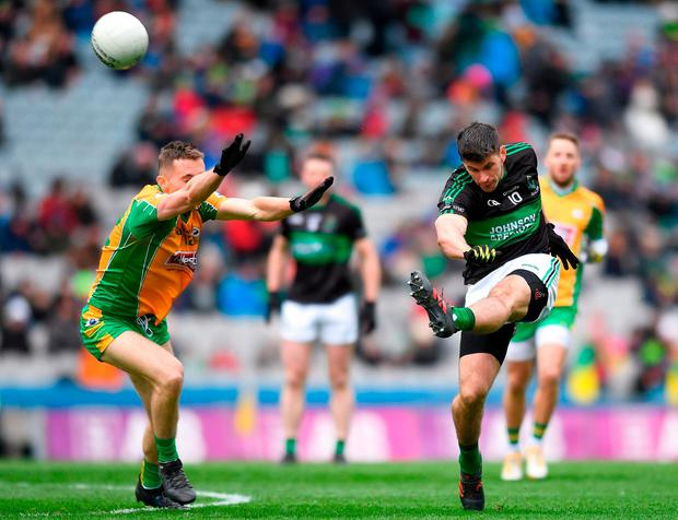 Nemo's Barry O'Driscoll in action with Jason Leonard of Corofin. Photo: Eóin Noonan/Sportsfile