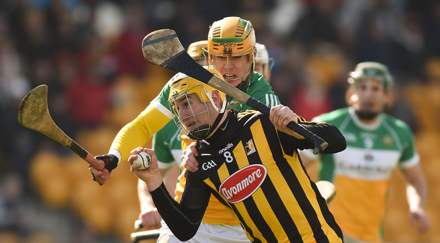 19 March 2018; Richie Leahy of Kilkenny in action against Cillian Kiely of Offaly during the Allianz Hurling League Division 1 quarter-final match between Offaly and Kilkenny at Bord Na Mona O'Connor Park in Tullamore, Offaly. Photo by Matt Browne/Sportsfile