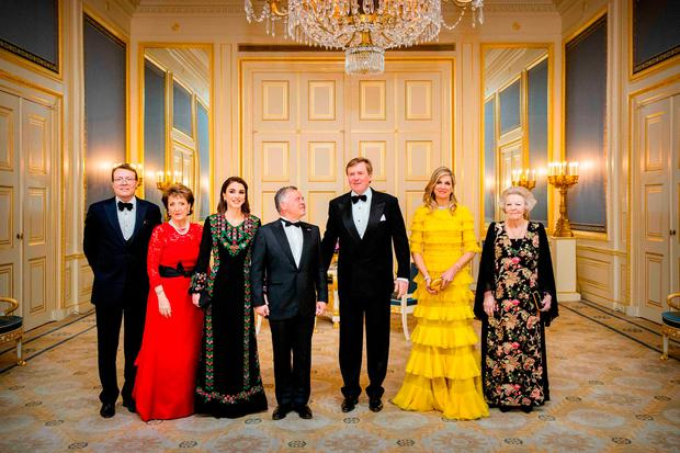 (L-R) Dutch Prince Constantijn, Dutch Princess Margriet, Jordanian Queen Rania, Jordanian King Abdullah II, Dutch King Willem-Alexander, Dutch Queen Maxima and Dutch Princess Beatrix pose for the official photo in The Hague on March 20, 2018