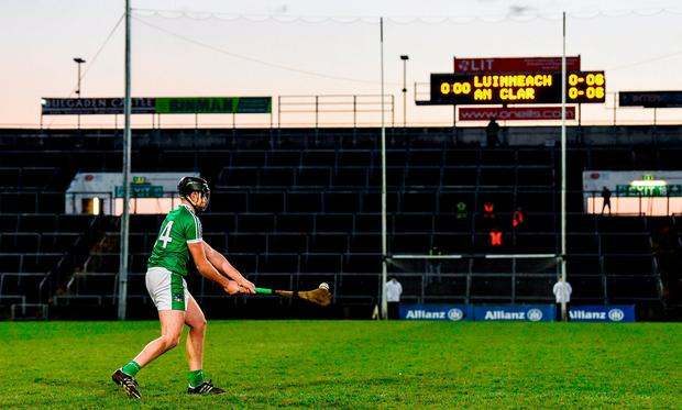 Colin Ryan of Limerick scores the winning point during sudden death in the free-taking competition during the Allianz Hurling League Division 1 quarter-final match between Limerick and Clare at the Gaelic Grounds in Limerick. Photo by Diarmuid Greene/Sportsfile