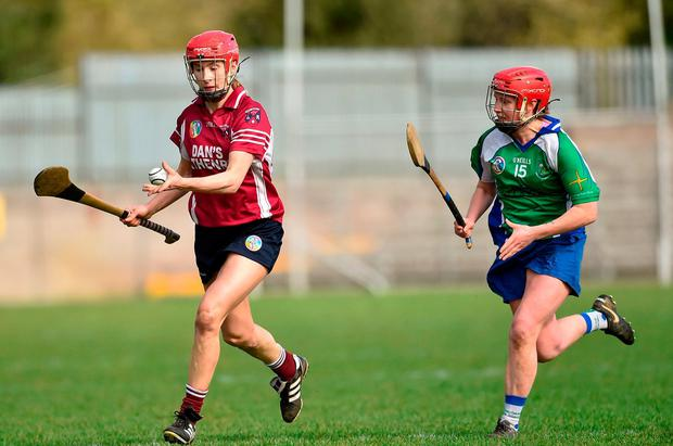 Therese Donohue lines up a pass ahead of a challenge from Shauna Beatty of Johnstownbridge. Photo: Oliver McVeigh/Sportsfile