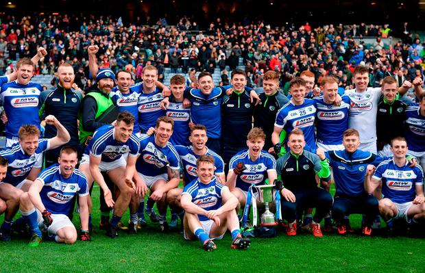 Laois players and backroom staff celebrate with the Division 4 trophy. Photo: Piaras Ó Mídheach/Sportsfile