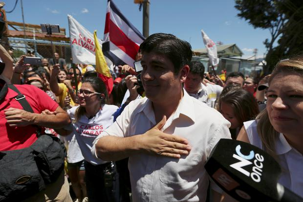 Carlos Alvarado Quesada, presidential candidate of the ruling Citizens' Action Party (PAC), gestures to supporters after casting his ballot during the presidential election in San Jose, Costa Rica April 1, 2018. REUTERS/Jose Cabezas