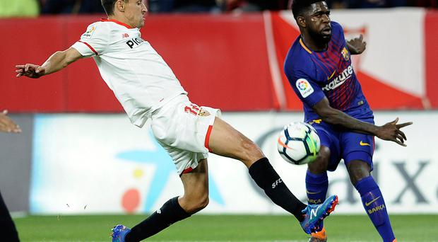 Sevilla's Jesus Navas (L) vies with Barcelona's French defender Samuel Umtiti