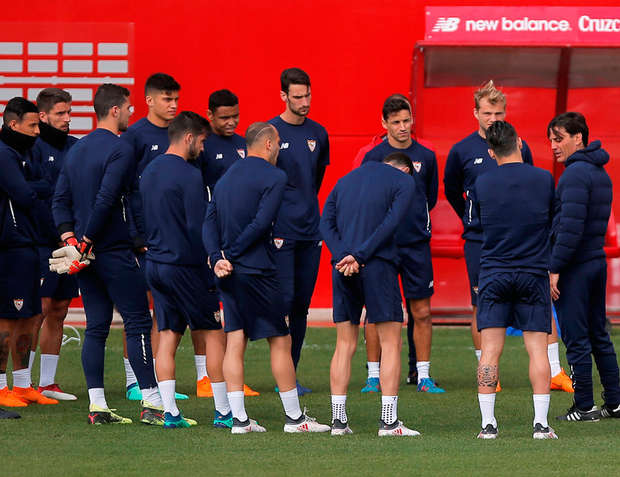 MISSION: Sevilla manager Vincent Montella talks to his squad ahead of tonight's clash with Bayern Munich. Photo: Reuters