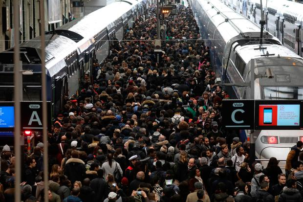 Commuters on a crowded platform of the Gare de Lyon. Photo: Getty Images