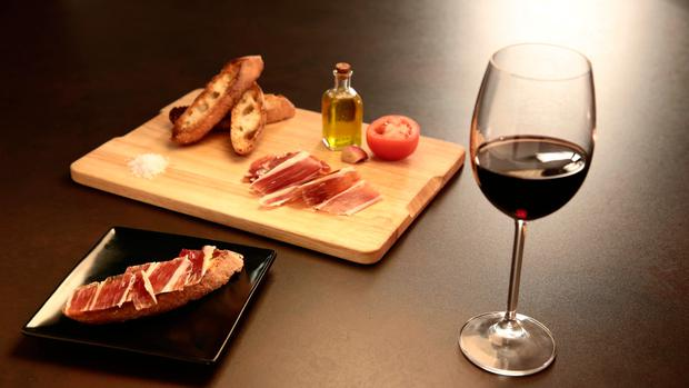 A flavour of Spain: wine and tapas