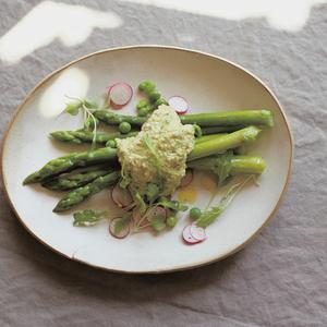 Asparagus, peas & radishes with pistachio pesto