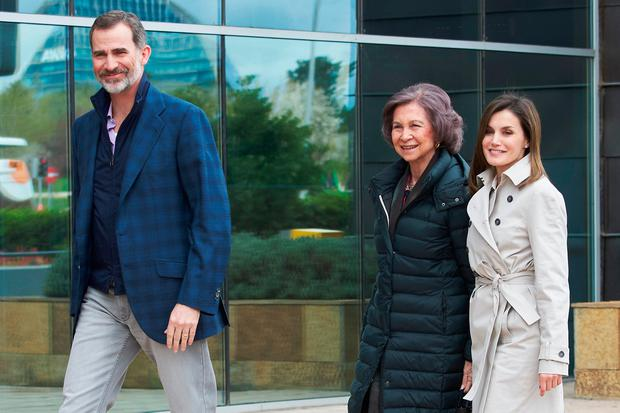 King Felipe VI of Spain (L), Queen Letizia of Spain (C) and Queen Sofia (R) visit King Juan Carlos at La Moraleja Hospital on April 7, 2018 in Madrid, Spain. King Juan Carlos has been surgery on his right knee to replace an old prosthesis. (Photo by Carlos Alvarez/Getty Images)