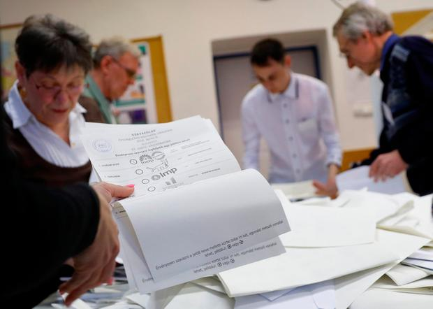 Votes are counted in Hungarian parliamentary election. REUTERS/Leonhard Foeger
