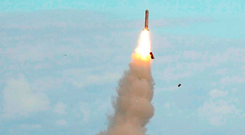 A UK submarine launches a Tomahawk missiles. Photos: P