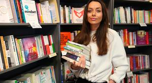 Katie Byrne in Hodges Figgis on Dawson St, Dublin picking out her favourite self-help books. Photo: Damien Eagers