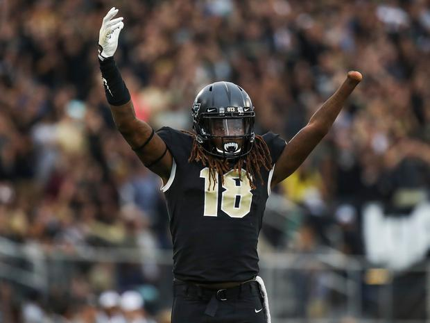 ORLANDO, FL - NOVEMBER 24: Shaquem Griffin #18 of the UCF Knights reacts prior to a play against the South Florida Bulls in the first quarter at Spectrum Stadium on November 24, 2017 in Orlando, Florida. (Photo by Logan Bowles/Getty Images)