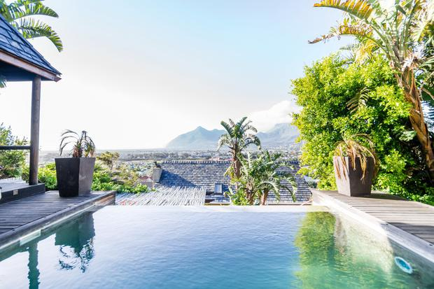 Laze At Infinity Pool from Villa in Peace And Quiet in Cape Town, from €114 per night | Photo Airbnb.com