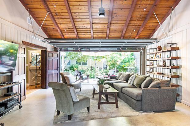 5. Chill in a beach-side guest house with pool near downtown LA, from €225 per night | Photo Airbnb.com