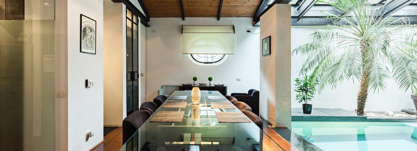 3. Settle down in style in an open-plan flat fitted with an indoor pool in Rome, from €279 per night | Photo Airbnb.com